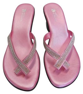 White Mountain New Size 9.00 M Excellent Condition Pink, Black Sandals