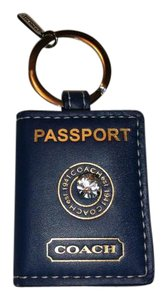 Coach COACH Leather Picture Frame Keyfob PASSPORTGift Box (63787B)
