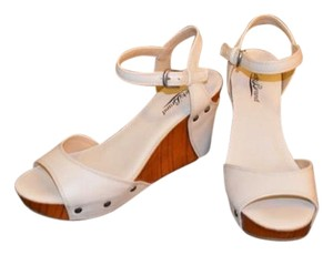 Lucky Brand off-white with wood Wedges