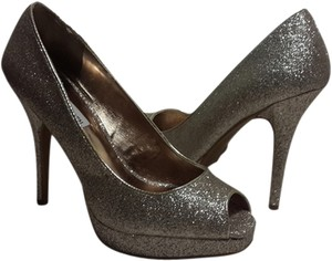 Steve Madden Designer Heels Glitter Fabulosity Fashionista Peep-toe Open-toe Stiletto Sexy Designer Bling Holiday Glam Wedding Silver Pumps