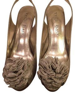 White House | Black Market Linen tan Pumps