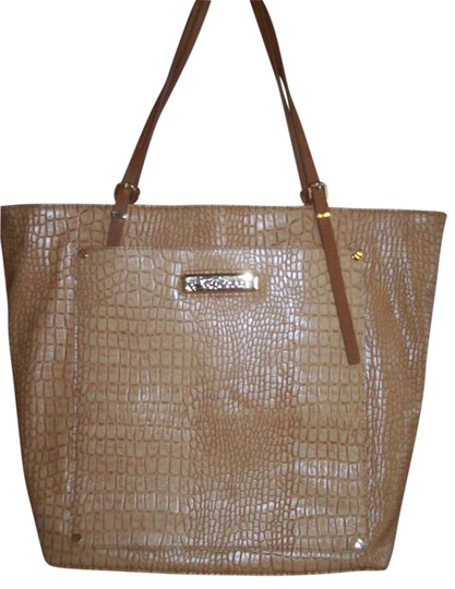 Preload https://img-static.tradesy.com/item/195993/liz-claiborne-beige-snake-skin-shoulder-bag-0-0-540-540.jpg