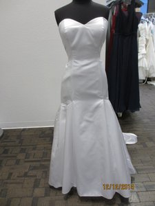 18818 (97l) Wedding Dress