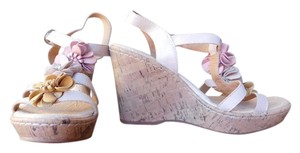 B.O.C. Cork Wedge Platform Floral Leather T-strap Cushioned Sole Like New Tan/ multi Sandals