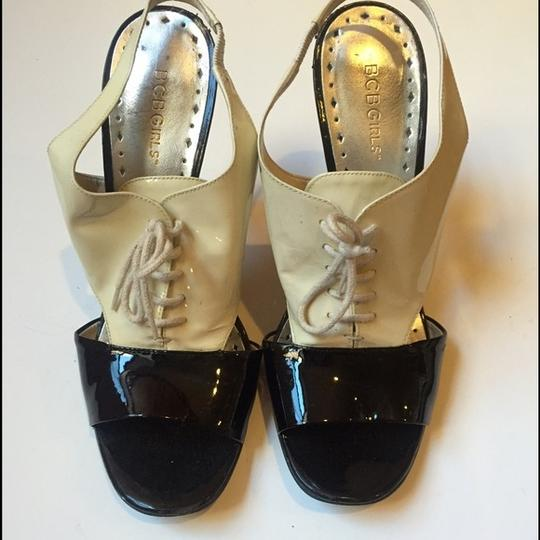 BCBGMAXAZRIA Menswear Heels Lace Up Booties Patent black and white Sandals