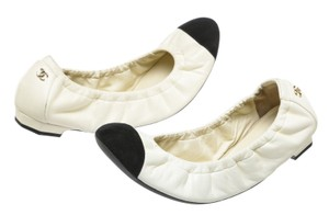 Chanel Cream/Black Flats