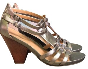 Kenneth Cole Reaction Pewter Pumps