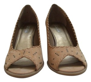 Kenneth Cole Reaction Tan with studs Wedges