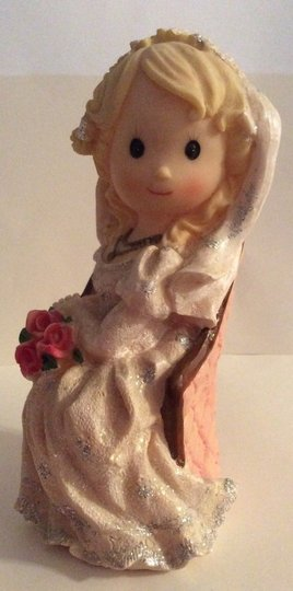 Wedding Decoration Centerpiece Elegant Sitting Bride Ceramic Figurine