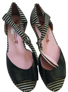 Juicy Couture Black with hint of red on striping detail. Sandals
