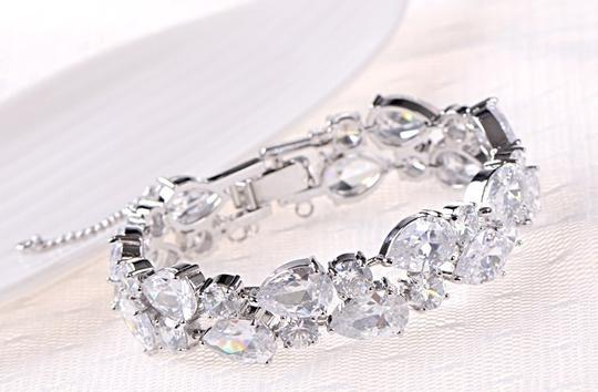 Cv Pear Shaped Cz Statement Silver Rhodium Aaa-quality Cubic Zirconia Bracelet