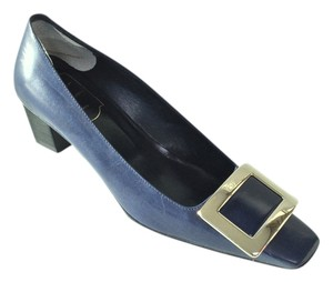 Roger Vivier Navy Pumps