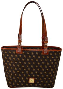 Dooney & Bourke Signature Sm Leisure Shopper Gretta Tote in Brown T'Moro