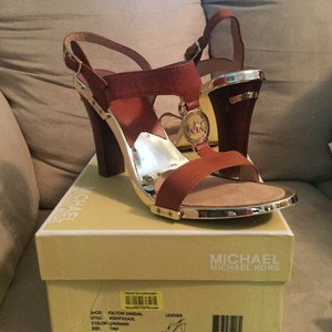 Michael Kors Luggage Brown, Gold Pumps