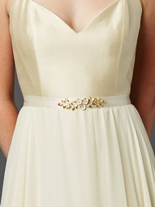 Mariell Hand Enameled Tea Rose Designer Bridal Sash Belt In Ivory Gold 4482bt-i-g