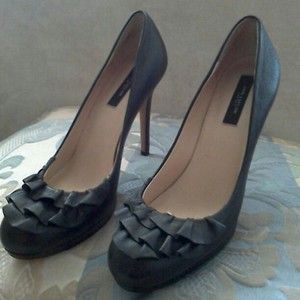 Ann Taylor Ruffle Designer Leather Classy Black Pumps