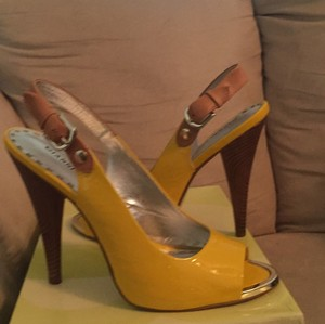Gianni Bini Patent leather Lemon Yellow Pumps
