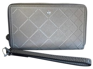 Tory Burch Wristlet in FRENCH GRAY / NEW IVORY