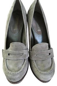 Banana Republic Olive Pumps