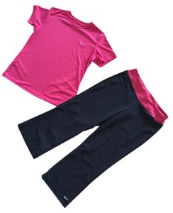 Nike Nike Pink & Black FITDRY Tshirt & Crop Pants Set