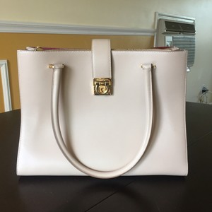 Salvatore Ferragamo Tote in Cream