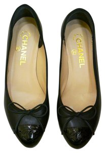 Chanel Bow Black Pumps