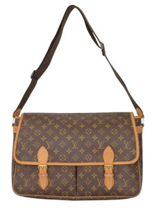 Louis Vuitton Lv Gibeciere Gm Cross Body Bag