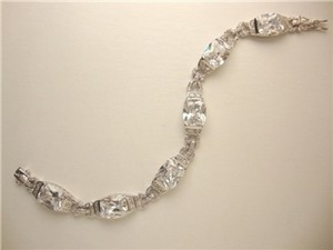 Vintage Styled Sparkly Bracelet To Add A Touch Of Sparkly Elegance!