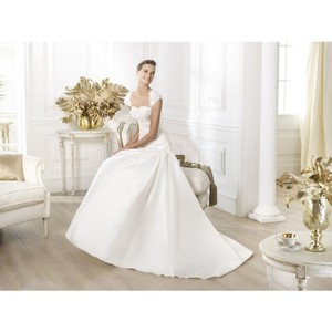 Pronovias Lessen Wedding Dress