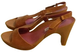 Tsubo Tan Pumps
