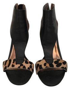 Carlos by Carlos Santana Black leather & cheetah print Pumps
