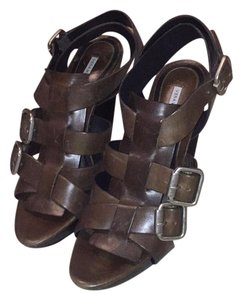 Vera Wang Lavender Label Brown Sandals