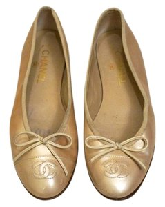 Chanel Ballet Patent Leather Beige Flats