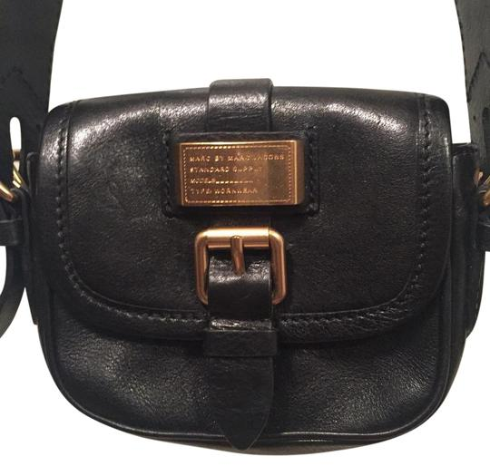 Preload https://item2.tradesy.com/images/marc-by-marc-jacobs-black-leather-cross-body-bag-19643856-0-1.jpg?width=440&height=440