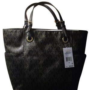 MICHAEL Michael Kors Tote in Black/Brown