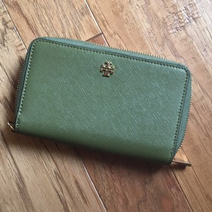 Tory Burch Wristlet in olive green