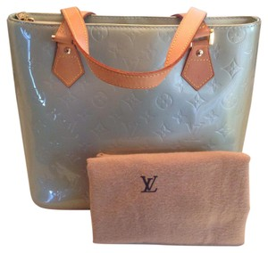 Louis Vuitton Satchel in Gris