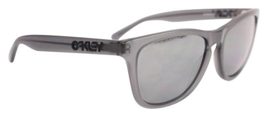 Preload https://img-static.tradesy.com/item/19646760/oakley-black-oo2043-60oak926-sunglasses-0-6-540-540.jpg