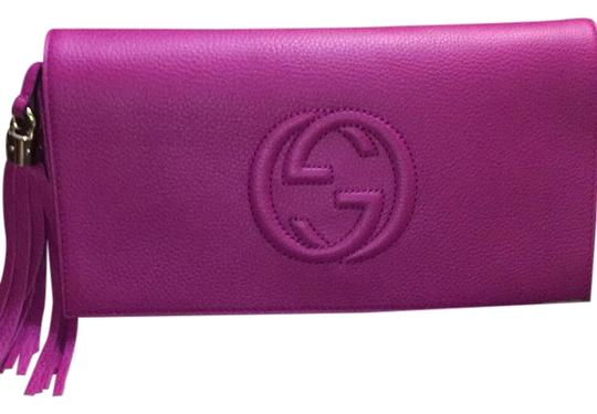 Preload https://item5.tradesy.com/images/gucci-soho-336753-a7mog-magenta-leather-clutch-19647259-0-1.jpg?width=440&height=440