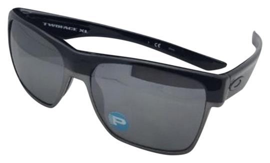 Preload https://img-static.tradesy.com/item/19647829/oakley-twoface-xl-oo9350-01-black-frames-w-black-iridium-polarized-wblack-sunglasses-0-1-540-540.jpg