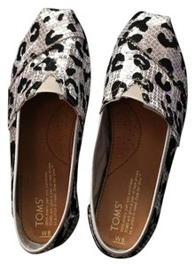 TOMS Black and white Flats