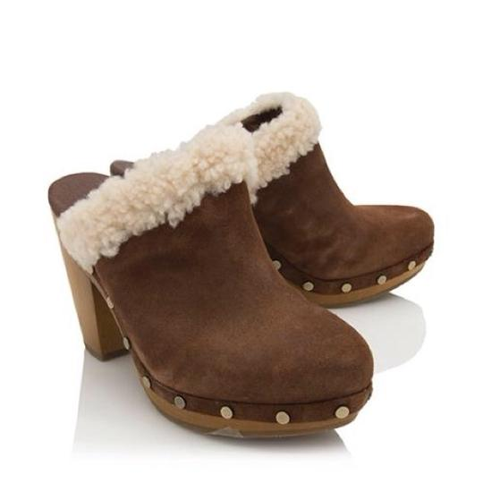 Preload https://img-static.tradesy.com/item/19651416/ugg-australia-brown-adele-mulesslides-size-us-12-regular-m-b-0-0-540-540.jpg