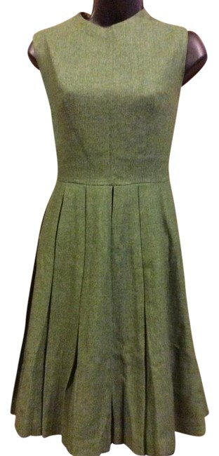 Preload https://item4.tradesy.com/images/green-wool-mid-length-workoffice-dress-size-6-s-19652803-0-1.jpg?width=400&height=650