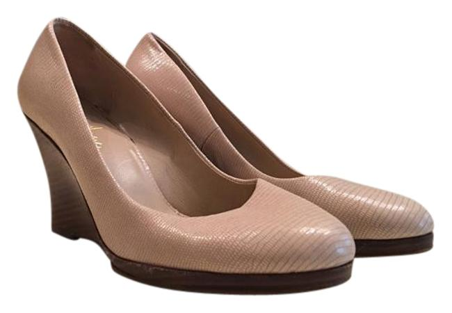 Item - Nude Wedges Size US 6.5
