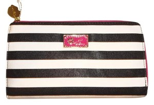 Betsey Johnson LUV BETSEY STRIPED BLACK/BONE ZIP AROUND WALLET