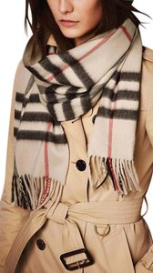 Burberry (New.w Tag) 100% Cashmere Giant Check Plaid Muffler Cream Ivory White
