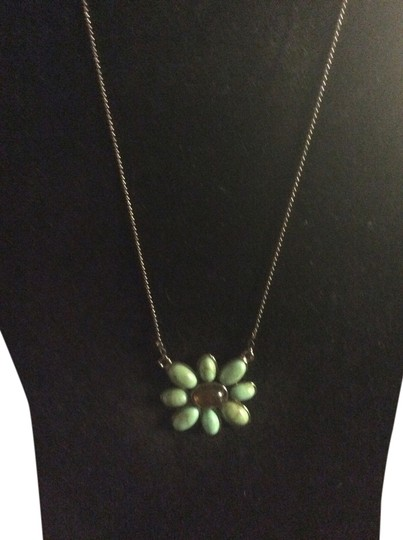 Preload https://item4.tradesy.com/images/turquoise-flower-necklace-1966058-0-0.jpg?width=440&height=440