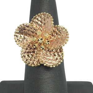 Other 18K Yellow Gold Large Flower Diamond Cut Ring