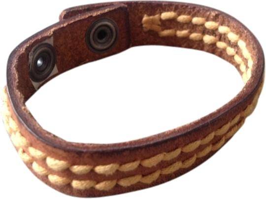 Preload https://item4.tradesy.com/images/old-navy-natural-brown-leather-classic-bracelet-1966288-0-0.jpg?width=440&height=440