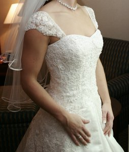 Maggie Sottero Ivory Polyester Traditional Wedding Dress Size 6 (S)